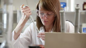 Woman scientist in the lab Royalty Free Stock Images
