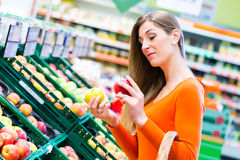 Woman selecting fruits in supemarket Royalty Free Stock Images