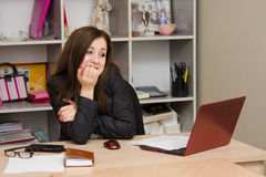 Woman shock in front of computer Royalty Free Stock Images