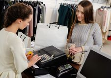 Woman and shop assistant in a showroom Royalty Free Stock Photos
