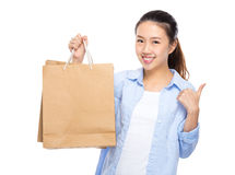 Woman with shopping bag thumb up Royalty Free Stock Photos