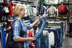 Woman shopping clothes for childrens Royalty Free Stock Photos