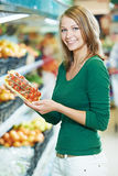 Woman shopping fruits Royalty Free Stock Photography