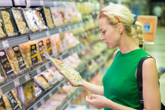 Woman shopping groceries at supermarket. Royalty Free Stock Images