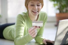 Woman shopping online Royalty Free Stock Photography