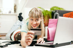 Woman shopping online via Internet from home Royalty Free Stock Photos
