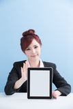 Woman show tablet to you Royalty Free Stock Photography