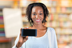 Woman showing a mobile phone Royalty Free Stock Photography