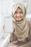 Woman showing mobile phone screen and smile to camera Royalty Free Stock Photos