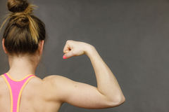 Woman showing muscles of the back and shoulders Royalty Free Stock Photos