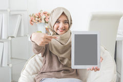 Woman showing tablet screen and smile to camera Stock Photos