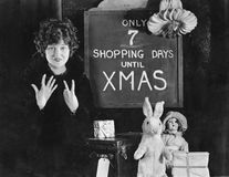 Woman and sign with number of shopping days until Christmas Royalty Free Stock Photos
