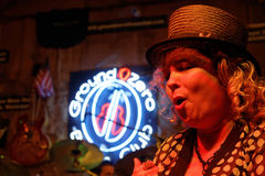 Woman singer at the Ground Zero Blues Club Royalty Free Stock Images