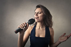 Woman singing Royalty Free Stock Photos