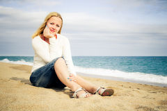Woman sit on the beach Royalty Free Stock Photos