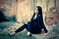 Woman sitting on the ground Royalty Free Stock Photography
