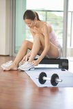 A woman sitting in a gym Royalty Free Stock Photos