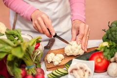 Woman slicing and preparing cauliflower Royalty Free Stock Photography