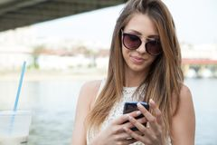 Woman with smart phone Royalty Free Stock Photos