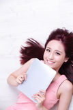 Woman smile using tablet pc Royalty Free Stock Photography