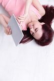 Woman smile using tablet pc Royalty Free Stock Photos