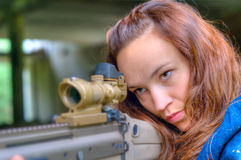 Woman with a sniper rifle Royalty Free Stock Photos