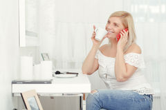 Woman speaks over the phone Royalty Free Stock Image