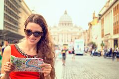 Woman standing in front of basilica di san pietro in vatican city Stock Photos