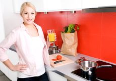 Woman standing in kitchen Stock Photography