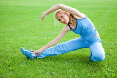Woman stretching before Fitness Royalty Free Stock Photography