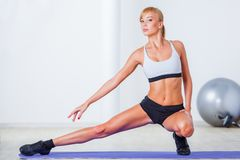 Woman stretching muscles Royalty Free Stock Photography