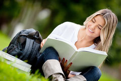 Woman studying at the park Royalty Free Stock Photography