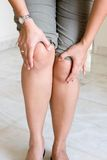 Woman suffering from knee pain Royalty Free Stock Photography