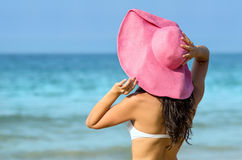 Woman in summer towards the sea Royalty Free Stock Photography