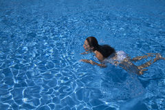 Woman swimming breaststroke in a pool Royalty Free Stock Photos