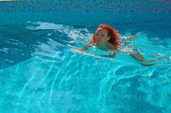 Woman swimming in pool Royalty Free Stock Photos