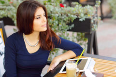 Woman with tablet computer drinking coffee Royalty Free Stock Photography