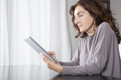 Woman with tablet indoor Royalty Free Stock Photography