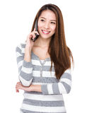 Woman talk to mobile phone Royalty Free Stock Photos