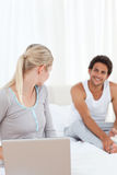Woman talking with her boyfriend on the bed Royalty Free Stock Photos