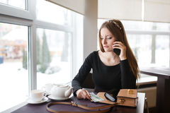 Woman talking by the phone Royalty Free Stock Photography