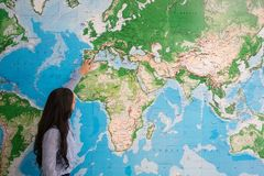 Free Woman Teaching Geography In World Map Royalty Free Stock Photography - 129176657