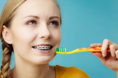 Woman with teeth braces using brush Royalty Free Stock Photo