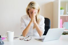 Free Woman Thinking About Work Problems In Office Stock Photo - 136596440