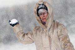 Woman throws snowball Royalty Free Stock Photography