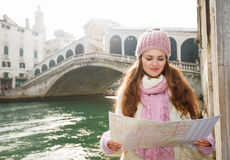 Woman tourist looking on map in the front of Rialto Bridge Royalty Free Stock Photos