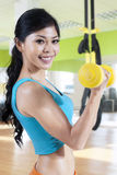 Woman train her arms muscle with dumbbell Royalty Free Stock Photos