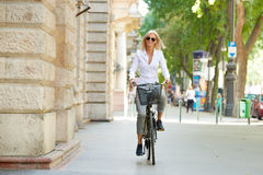 Woman traveling by bike in the city Royalty Free Stock Photography