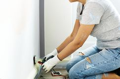 Woman trying to fix the plug point Royalty Free Stock Photography