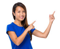 Woman with two hand point out Royalty Free Stock Photos
